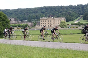 Competitors in the first-ever Eroica Britannia pedal through the Peak District, with Chatsworth for a breathtaking backdrop (credit Polly A Baldwin, Dynamic Pictures)