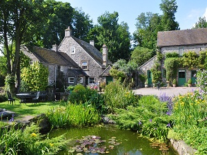 Church Farm Cottage & Ancestral Barn house garden